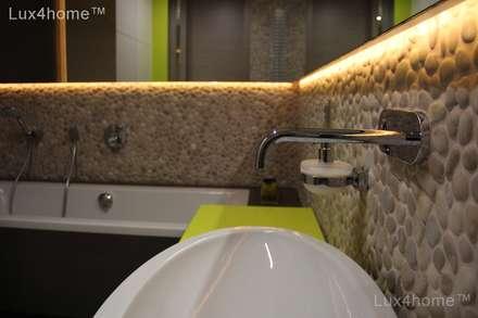 Pebble tile bathroom - Beige Pebble Tiles: tropical Bathroom by Lux4home™ Indonesia