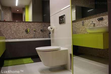 Pebble tile bathroom - Beige Pebble Tiles: colonial Bathroom by Lux4home™ Indonesia