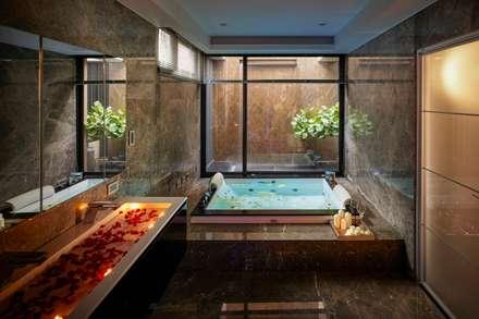 寶贏天地厚愛實品屋:  浴室 by 澤序空間設計有限公司