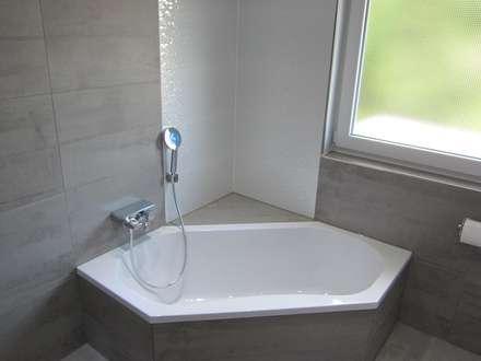 Mehrfamilienhaus Bad Rappenau: moderne Badezimmer von BV Design & Bau