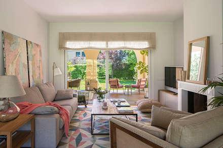 Casa Pedralbes: Salones de estilo mediterráneo de Meritxell Ribé - The Room Studio