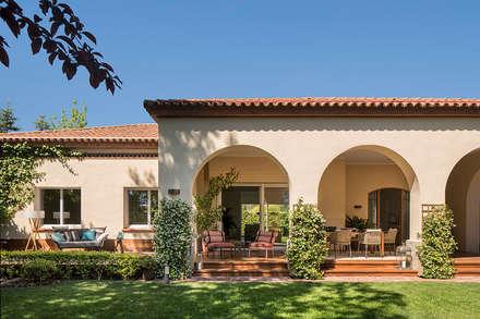 Casa Pedralbes: Casas unifamilares de estilo  de Meritxell Ribé - The Room Studio