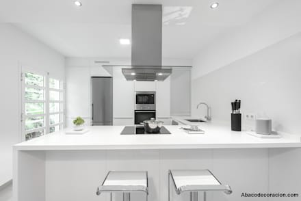 Built-in kitchens by Abaco Decoración