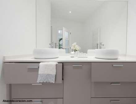Baño: Baños de estilo minimalista de Abaco Decoración