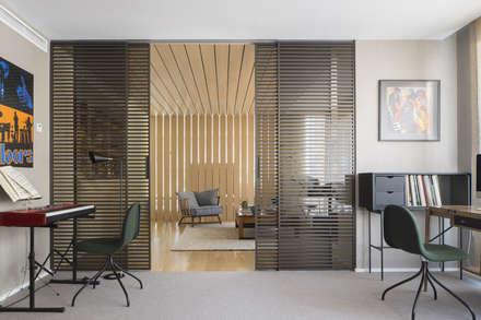 Vivienda Bonanova: Estudios y despachos de estilo ecléctico de Meritxell Ribé - The Room Studio