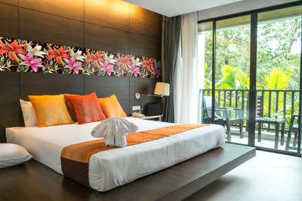 Parete: Camera da letto in stile in stile Tropicale di Shiny Glass Tiles