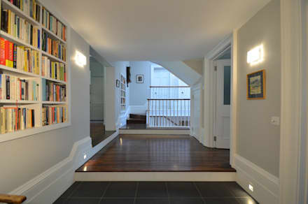 Private residence, London:  Corridor & hallway by Claire Spellman Lighting Design