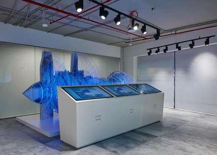 DUBAI - GENERAL ELECTRICS: Complessi per uffici in stile  di Moving