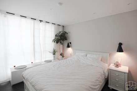 블랙&화이트 모던한 분위기의 평촌 초원2단지대림 아파트 32py : 홍예디자인의  침실