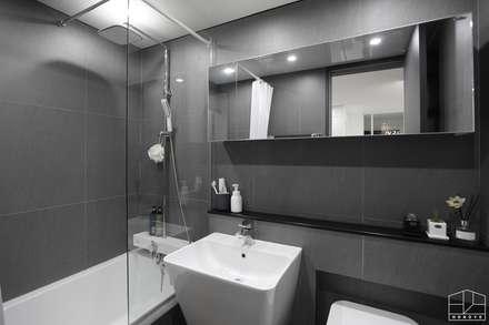 블랙&화이트 모던한 분위기의 평촌 초원2단지대림 아파트 32py : 홍예디자인의  화장실