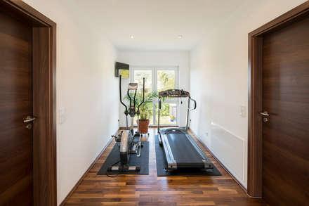 modern Gym by FingerHaus GmbH