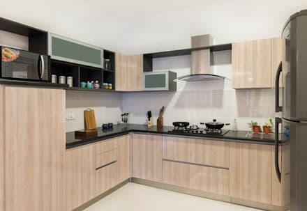 Completed Modular kitchen designs:  Built-in kitchens by HomeLane.com