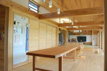 長~い家: 田村建築設計工房が手掛けたダイニングです。