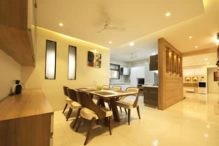 Mr. Shekhar Bedare's Residence: modern Dining room by GREEN HAT STUDIO PVT LTD