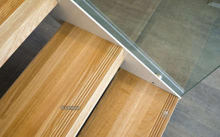 Лестница со стеклянными перилами: Лестницы в . Автор – LUMI POLAR