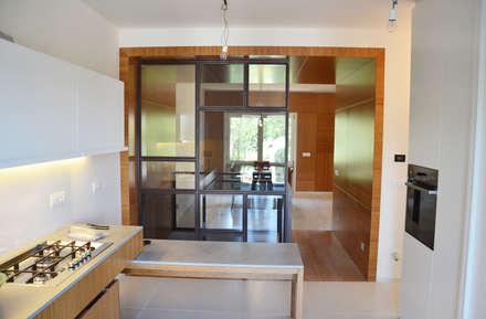 078 | Residenza: Cucina attrezzata in stile  di Giacomo Zanelli - Architetto