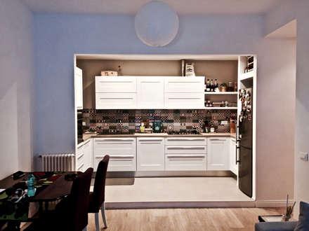 Cucina: Cucina attrezzata in stile  di Giacomo Zanelli - Architetto