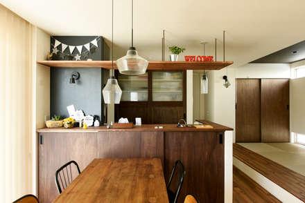 カフェ風キッチンで料理も楽しく: タイコーアーキテクトが手掛けたキッチンです。