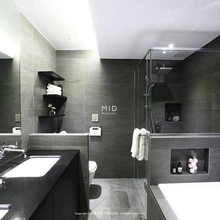 modern Bathroom by MID 먹줄