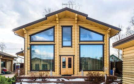 Главный фасад дома: Деревянные дома в . Автор – LUMI POLAR