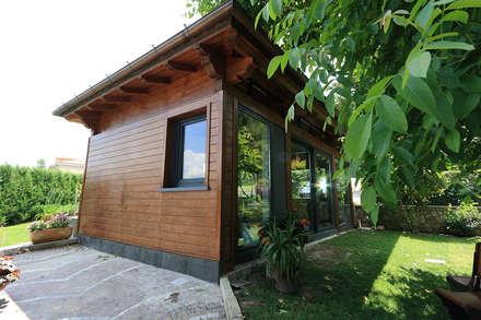 Lato a nord: Casa di legno in stile  di Daniele Arcomano