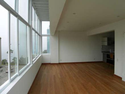 Penthouse Barranco: Ventanas de estilo  por Artem arquitectura