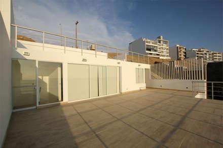 Terraza superior: Terrazas de estilo  por Artem arquitectura