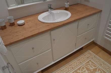 Waschtisch: landhausstil Badezimmer von Meyerfeldt Architektur & Innenarchitektur