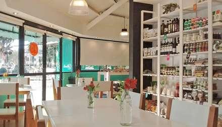 Ruang Penyimpanan Wine by TORRETTA KESSLER Arquitectos