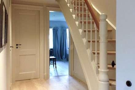 Escaleras de estilo  por Meyerfeldt Architektur & Innenarchitektur