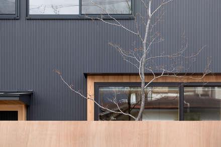 uPVC windows by 一級建築士事務所 SAKAKI Atelier