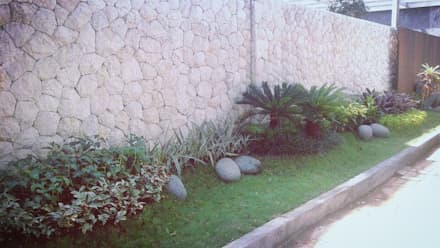 Taman depan rumah:  Taman by Tukang Taman Surabaya - Tianggadha-art