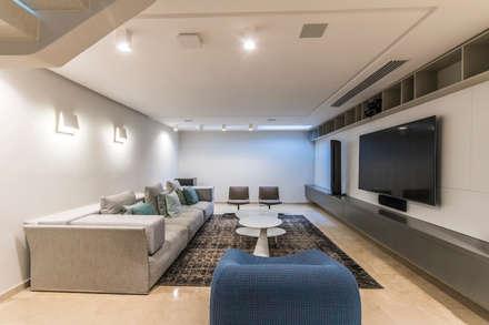 Sala de entretenimiento: Salas de entretenimiento de estilo  por Design Group Latinamerica