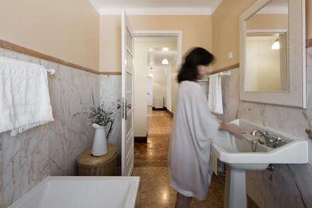 Casa de Banho: Casas de banho campestres por Estúdio AMATAM