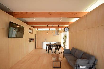 リビング: 土居建築工房が手掛けたリビングです。
