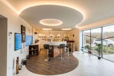 Ein besonderes Ambiente für Ihre Gäste    : moderner Weinkeller von Horst Steiner Innenarchitektur
