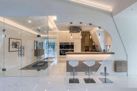 Ein besonderes Ambiente für Ihre Gäste    :  Flur & Diele von Horst Steiner Innenarchitektur