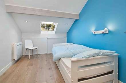 Vue sur les sapins: Chambre d'enfant de style de style Moderne par Atelier Goodtime Interior Design