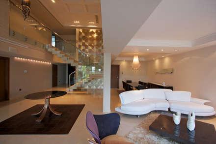 CASA VEREDA: Salas / recibidores de estilo moderno por Design Group Latinamerica