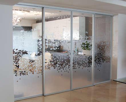 أبواب زجاجية تنفيذ Design Group Latinamerica