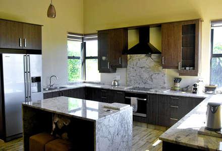 Jax Meyer Kitchen & BIC's: modern Kitchen by Capital Kitchens cc