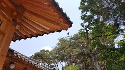 Telhados  por 건축사사무소 아키포럼