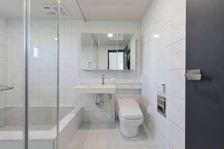 양산시 물금읍 증산리 단독주택: 피앤이(P&E)건축사사무소의  화장실