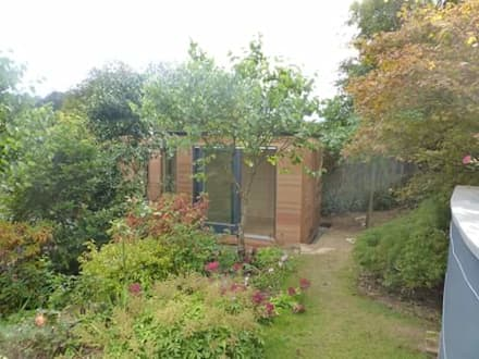 Gym / Studio at the bottom of the garden: modern Gym by Building With Frames