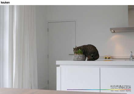 minimalistisch interieur: minimalistische Keuken door KleurInKleur interieur & architectuur