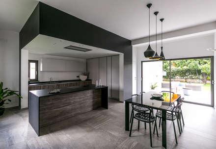 Casa Dante: Cucina in stile in stile Moderno di Arch. Francesco FEDELE