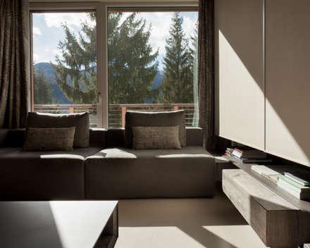 Interior 2018 : Sala multimediale in stile  di Luisa Fontanella architetto