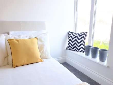 Guest bedroom : scandinavian Bedroom by THE FRESH INTERIOR COMPANY