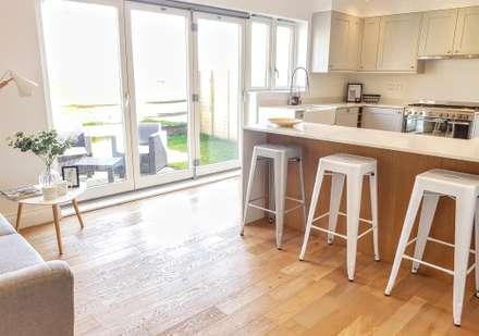Kitchen:  Kitchen units by THE FRESH INTERIOR COMPANY