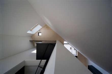 غرفة نوم مراهقين  تنفيذ 石川淳建築設計事務所